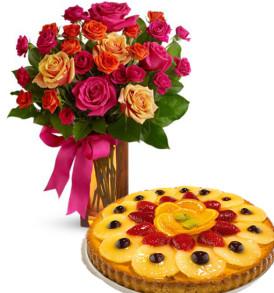 bouquet-di-roselline-con-crostata-alla-frutta